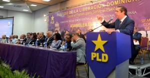 Francisco Javier García habla en rueda de prensa, tras la asamblea.