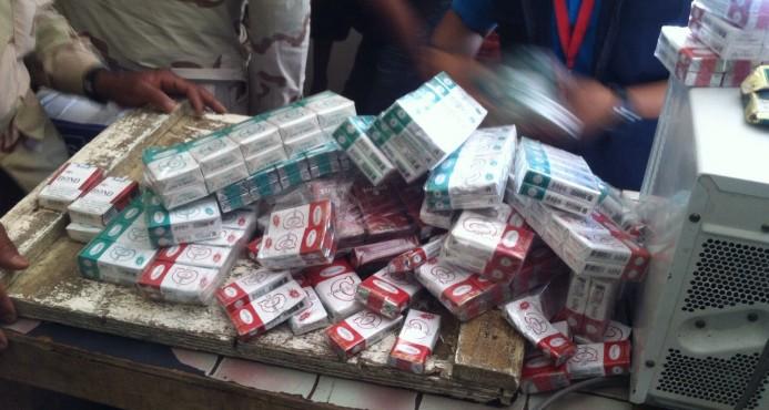 Decomisan contrabando de cigarrillos y alimentos vencidos