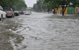 Emiten alerta desbordamiento en ocho provincias por onda tropical