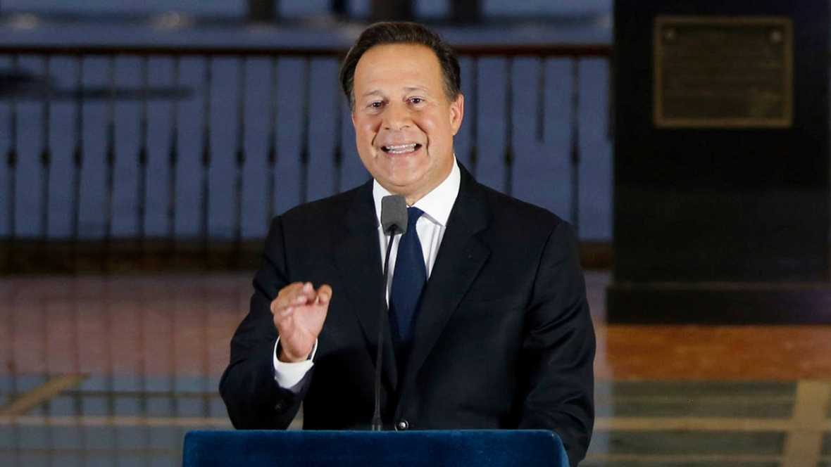 Papeles de Panamá:  Presidente promete colaboración, pero pide respeto para su país