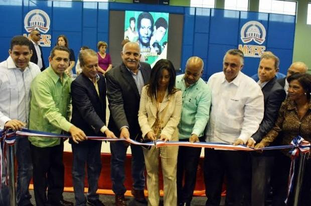 Gobierno entrega Club San Carlos completamente remodelado