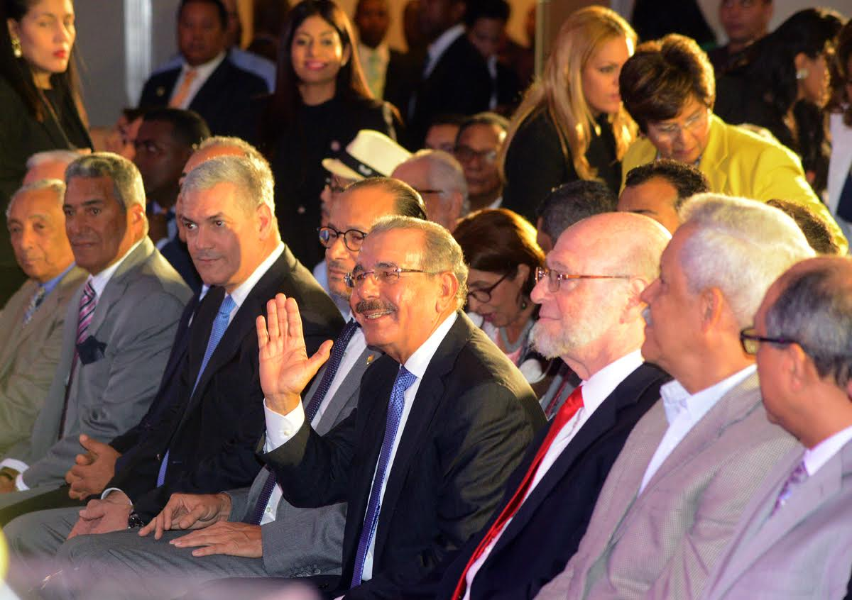 Artistas, intelectuales y gestores culturales expresan apoyo a Medina