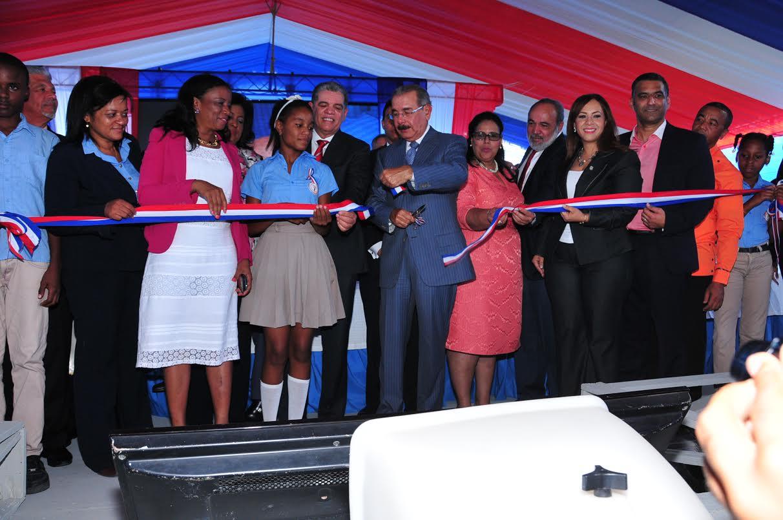 Medina retoma programa de inauguraciones de escuelas