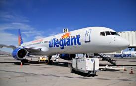 Avión salió de RD aterriza en Florida por turbulencias; hay  siete heridos