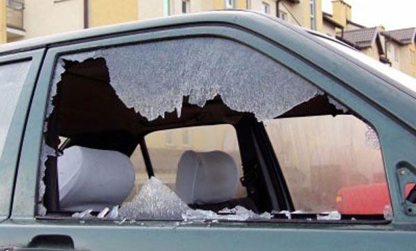 Siete heridos y cristales destruidos durante disturbios anoche