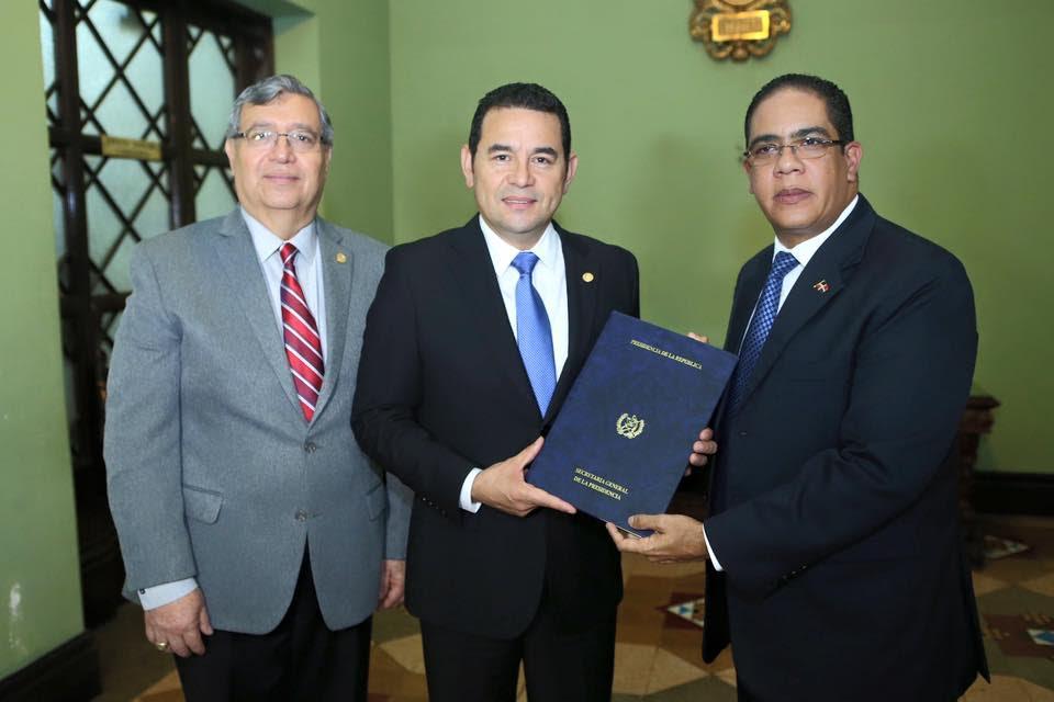 Guatemala da plazo a dominicanos para que regularicen estatus