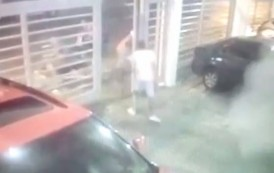 Mujer recibe a tiros a cuatro iban a asaltarla en un estacionamiento