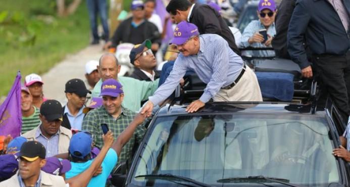 Presidente-candidato Medina encabeza caravana en Nagua