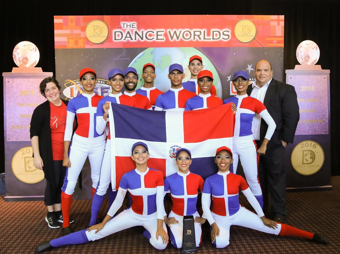 Bailarines RD en top 10 de competencia internacional Cheerleading
