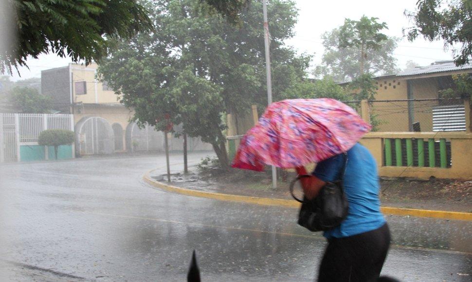 Onamet anuncia para hoy más lluvias, tormentas eléctricas y ráfagas viento