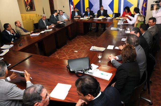 PLD discutirá con aliados sobre bufetes directivos de los cabildos