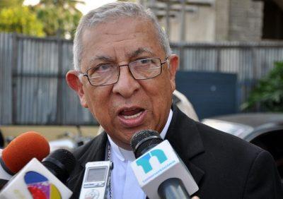 Arzobispo de Santiago: Debe caer todo peso de la ley sobre curas pedófilos
