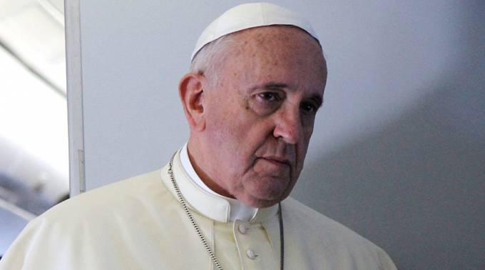 El papa Francisco cree que la Iglesia católica le debe una disculpa a los gays