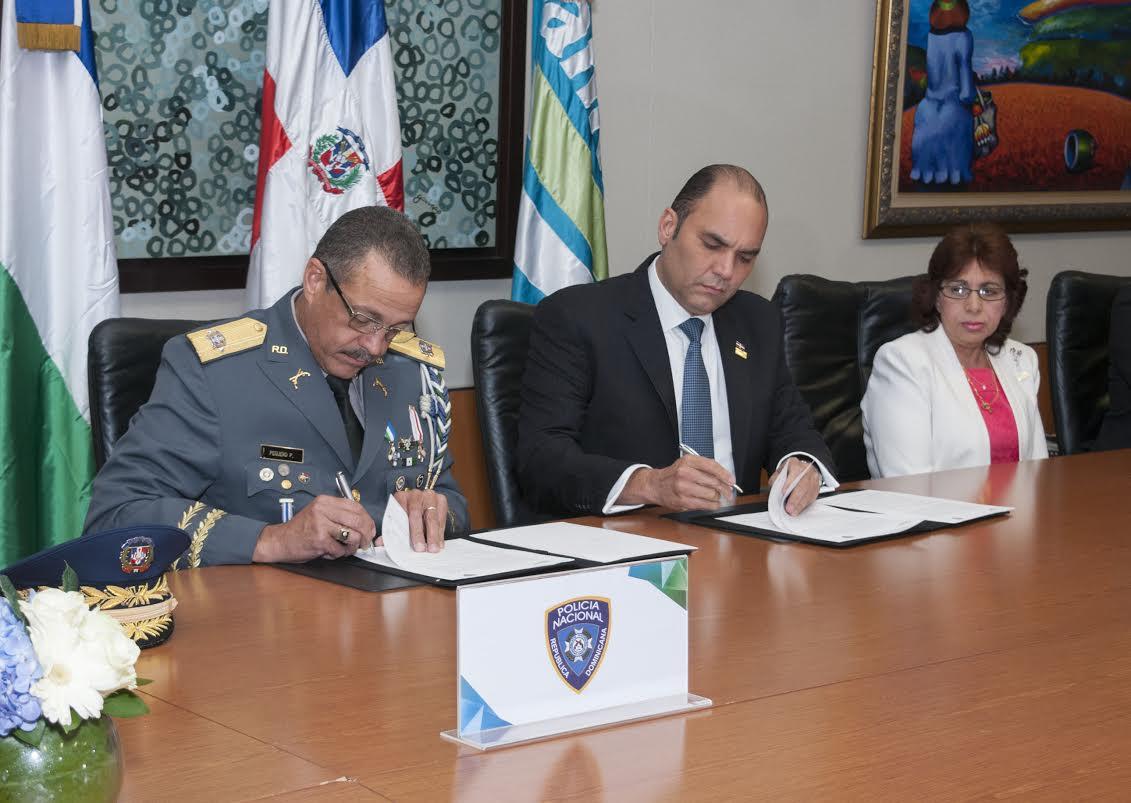 Banreservas y PN firman acuerdo educación para agentes