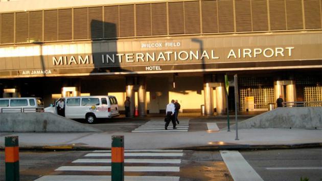 MIAMI: Detienen a dos dominicanas en aeropuerto con más de US$2 millones