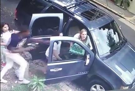 Graban en video asalto a familia en el ensanche Piantini, de SD