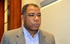 Jiménez Bichara posesiona nuevo administrador de Edesur