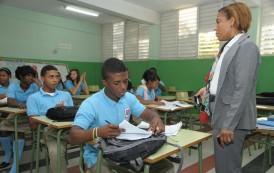 Ministerio Educación ha otorgado más de 200.000 becas a maestros