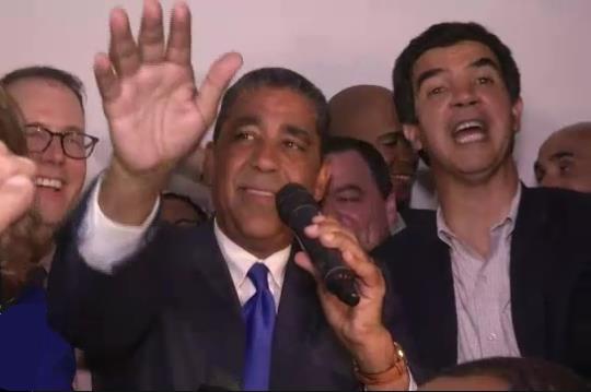 Adriano Espaillat hace historia, gana nominación para Congreso EE.UU.