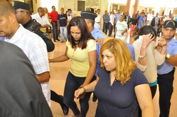 """SANTIAGO: Descargan exempleados de Aduanas robaron US$156 mil  a """"mula"""""""