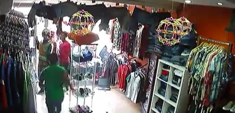 """Pese a """"operativo"""", asaltan tienda en Herrera a plena luz del día"""