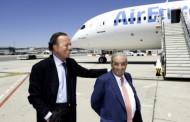 Air Europa bautiza Boeing 787 Dreamliner con el nombre de Julio Iglesias