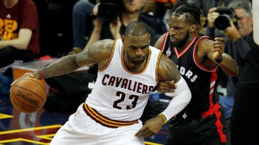 LeBron séptimo anotador de la NBA, Towns anota 32