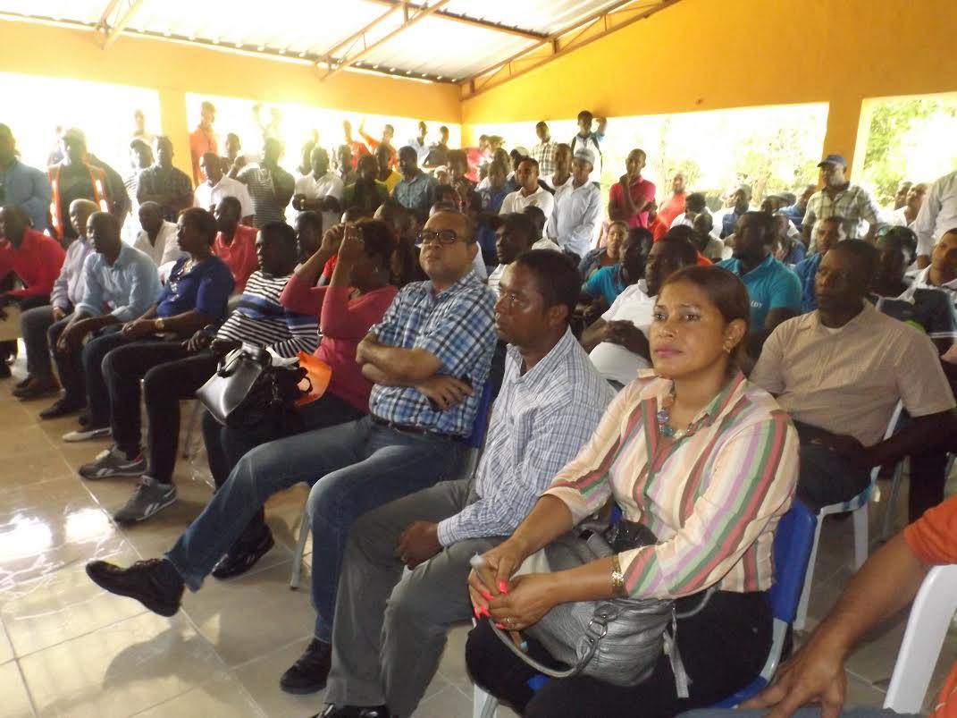 NEIBA: Funcionarios visitan asociaciones de productores
