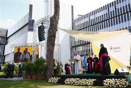 """El Papa: """"Paradoja"""" hay más acceso a las armas que a los alimentos"""
