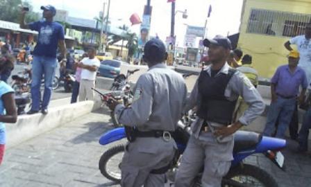 PN arresta 350 personas e incauta decenas motocicletas en Los Alcarrizos