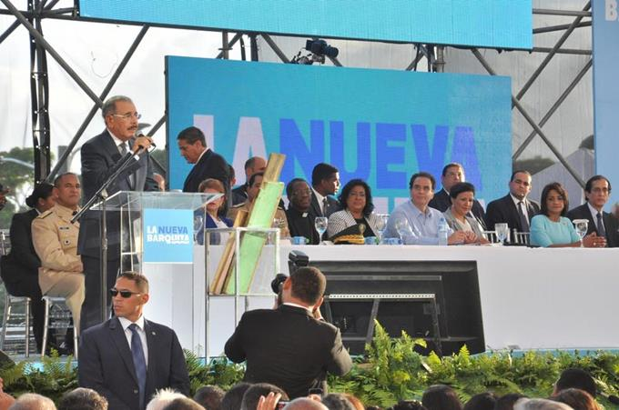 El presidente Danilo Medina entrega proyecto la Nueva Barquita en SDE