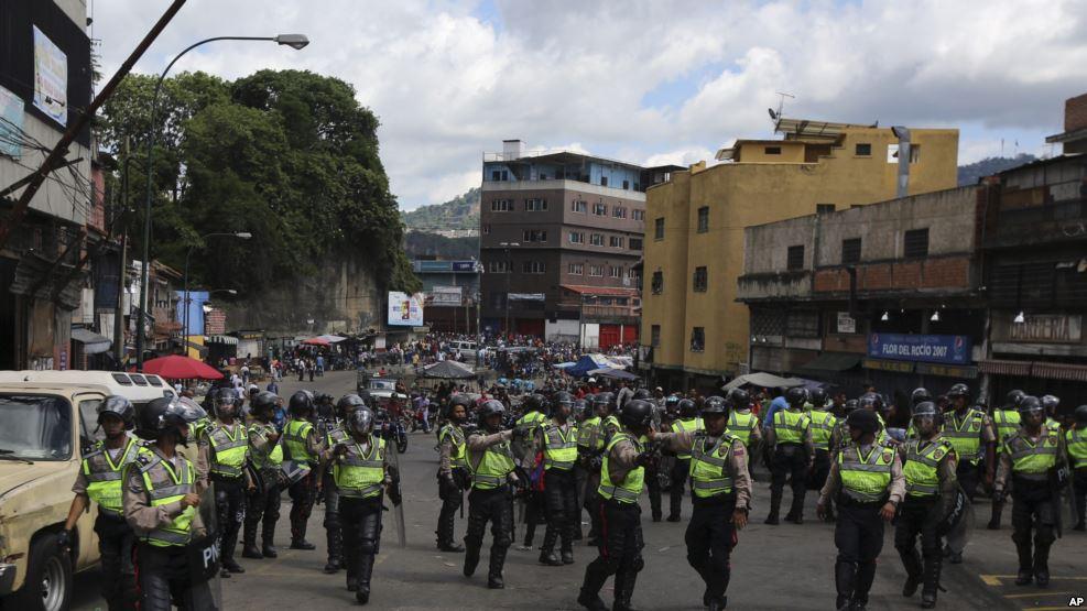 VENEZUELA: Tres muertos durante protestas y saqueos