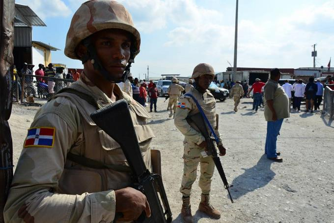 Varios agentes han sido agredidos por haitianos