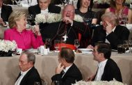 Clinton y Trump intercambian bromas y comentarios ácidos