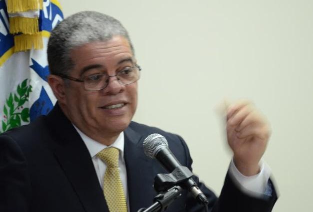"""Presupuesto contempla RD$3 mil millones """"dignificar"""" vida policías"""