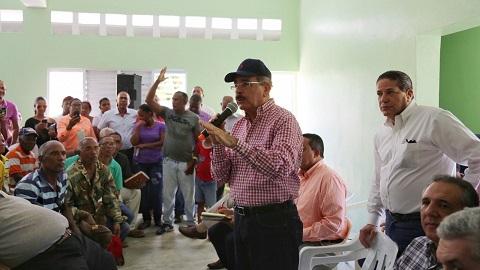 Danilo Medina brinda ayuda a productores y comunidades rurales de Barahona