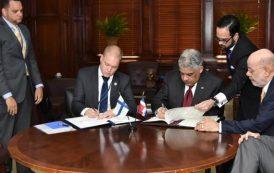 República Dominicana y Finlandia firman acuerdo de servicios aéreos