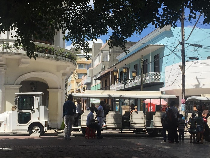 Asaltan grupo turistas a plena luz del día en Zona Colonial de SD