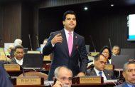 Diputado Arnaud arremete contra senador Sánchez