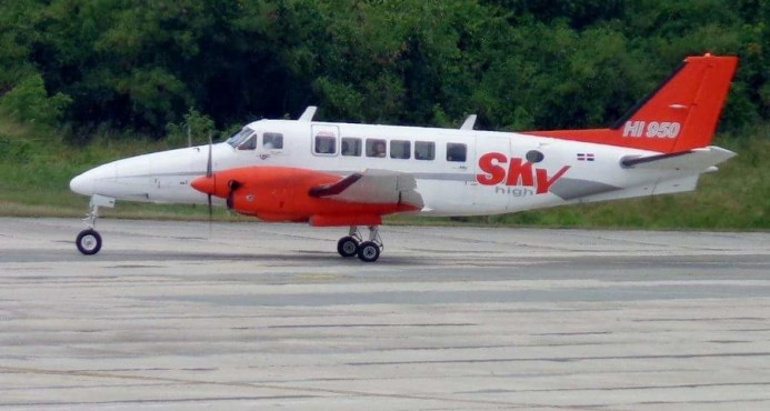 Avión aterriza de emergencia en AILA por fallas en el despegue