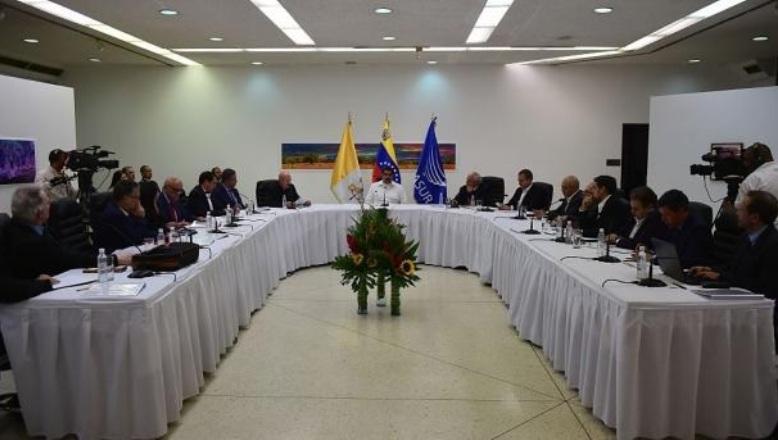 VENEZUELA: Gobierno y oposición crean 4 mesas inmediatas de trabajo
