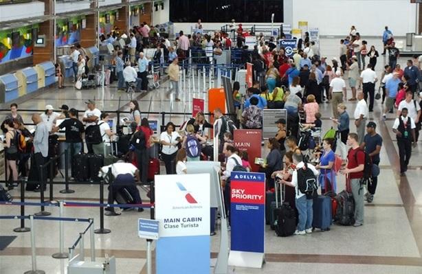 Cancelan vuelos desde y hacia La Florida debido huracán Matthew