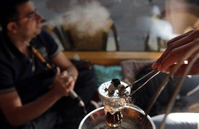 Vendedores de hookah rechazan proyecto de ley que prohíbe su uso