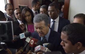 SANTIAGO: Leonel pondera eliminación subsidio a los combustibles