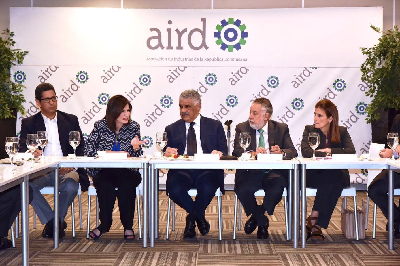 Vargas plantea alianza con empresarios para promover el comercio exterior