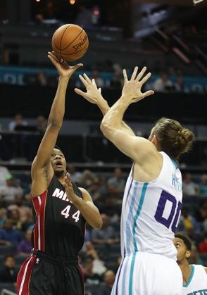 Dominicano Luis Montero debuta en pretemporada NBA