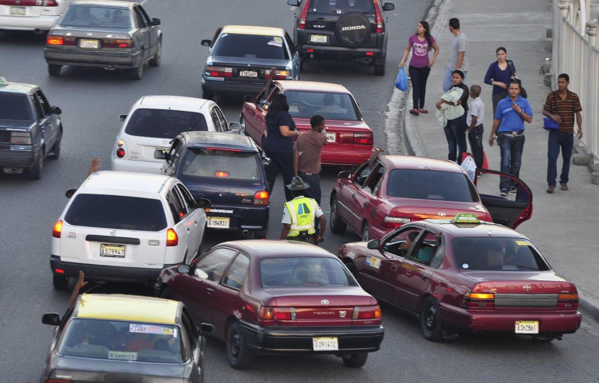 Organizaciones transporte amenazan con paralizar el país