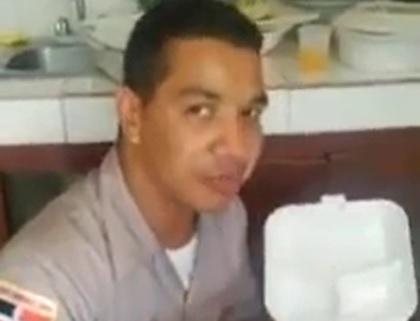 Otro raso de la Policía graba video y se queja del trato de sus superiores