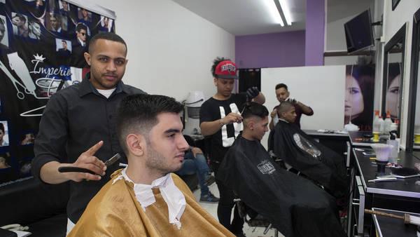 ARGENTINA: Barberías dominicanas imponen su estilo