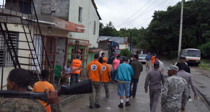 Ordenan la evacuación obligatoria de cientos de familias en R. Dominicana